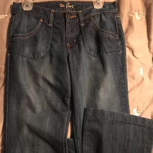 "NWOT old navy ""the flirt"" blue jeans."